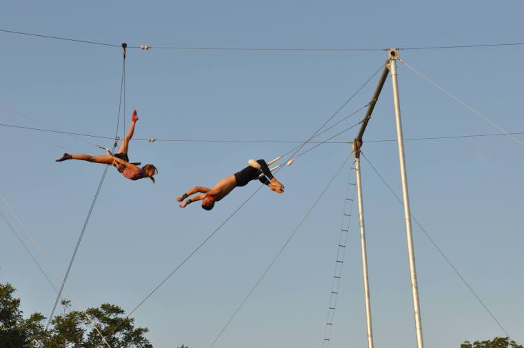 alayna trapeze